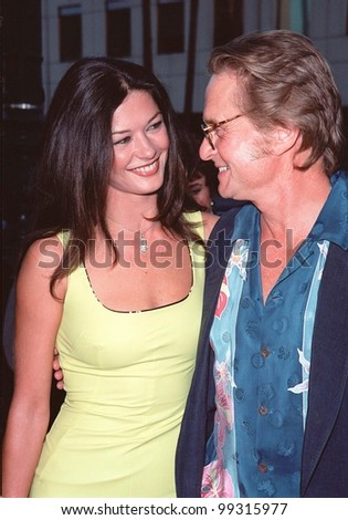 """16AUG99:  Actress CATHERINE ZETA-JONES & actor boyfriend MICHAEL DOUGLAS at the world premiere, in Beverly Hills, of  """"The Muse"""" which stars Sharon Stone & Andie McDowell.  Paul Smith / Featureflash - stock photo"""