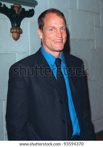 """16DEC98:  Actor WOODY HARRELSON at the Los Angeles premiere of his new movie """"The Hi-Lo Country"""" in which he stars with Patricia Arquette.  Paul Smith / Featureflash - stock photo"""