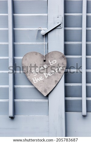 """""""Gone to Beach"""" sign on the closed window - stock photo"""