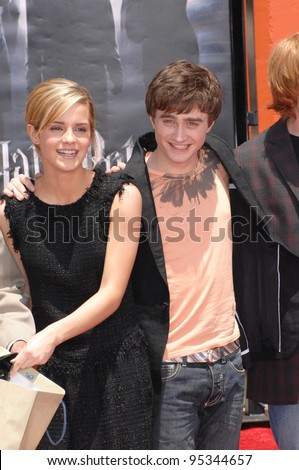 """""""Harry Potter"""" stars Daniel Radcliffe & Emma Watson at hand, foot & wand-print ceremony at Grauman's Chinese Theatre, Hollywood. July 9, 2007  Los Angeles, CA Picture: Paul Smith / Featureflash - stock photo"""