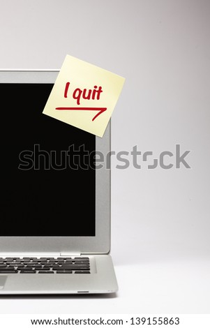 """i quit"" written on sticky note, on laptop screen. - stock photo"