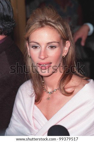 "25JUL99: Actress JULIA ROBERTS at the Los Angeles premiere of her new movie ""Runaway Bride""  in which she stars with Richard Gere.       Paul Smith / Featureflash - stock photo"