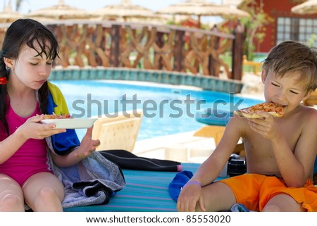 Kids eating pizza - stock photo