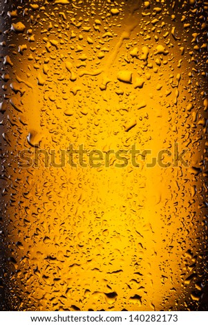 ��¡lose shot of drops on a bottle beer. - stock photo