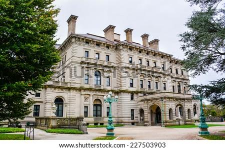 'The Breakers', a Vanderbilt Mansion. It is a National Historic Landmark. - Newport, Rhode Island - stock photo
