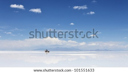 4WD in the moiddle of Salar de Uyuni, Salt flat in Bolivia - stock photo