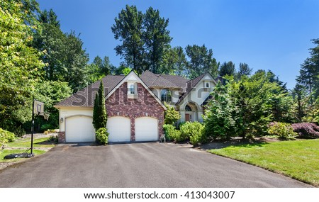 20 year old suburban home with a newly finished composition tile roof - stock photo