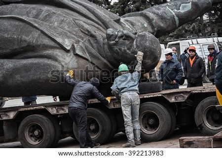 3/17/2016 Zaporizhia, Ukraine dismantling largest in Ukraine 20-meters statue of communist leader Vladimir Lenin - stock photo