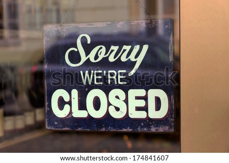 a closed shop has a sign in the schauf nests. sorry, we're closed - stock photo