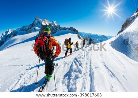 A group of skiers start the descent of Valle Blanche, the most famous offpist run in the Alps, Valle Blanche descent links Italy and France through the Mont Blanc Massif. Chamonix, France, Europe. - stock photo