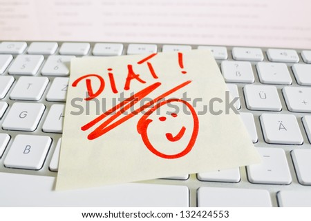 a memo is on the keyboard of a computer as a reminder: diet - stock photo