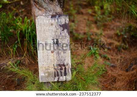 A sign at Hanakapiai Beach warning not to go near the water because of unseen currents - stock photo