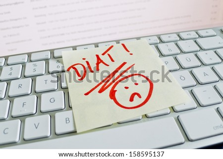 a sticky note on the keyboard of a computer is to remember: diet - stock photo