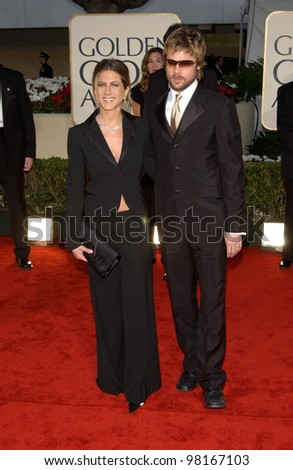 Actor BRAD PITT & actress wife JENNIFER ANISTON at the 59th Annual Golden Globe Awards in Beverly Hills. 20JAN2002  Paul Smith/Featureflash - stock photo