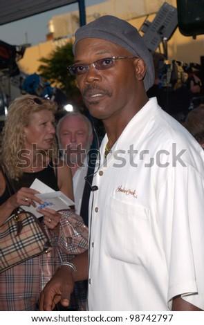 Actor SAMUEL L. JACKSON at the world premiere, in Los Angeles, of Lara Croft: Tomb Raider. 11JUN2001.    Paul Smith/Featureflash - stock photo