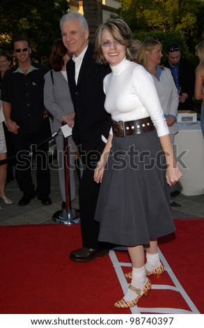 Actor STEVE MARTIN & actress DIANE KEATON at the Los Angeles premiere of The Score, at Paramount Studios, Hollywood. 09JUL2001.  Paul Smith/Featureflash - stock photo