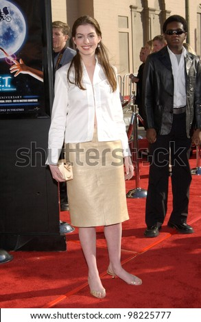Actress ANNE HATHAWAY at the 20th anniversary premiere of E.T. The Extra-Terrestrial, in Los Angeles. 16MAR2002.   Paul Smith / Featureflash - stock photo