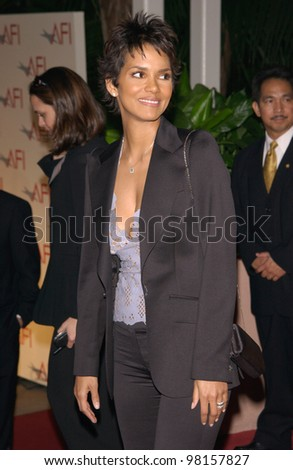 Actress HALLE BERRY at the AFI Awards 2001 at the Beverly Hills Hotel.  05JAN02.  Paul Smith/Featureflash - stock photo