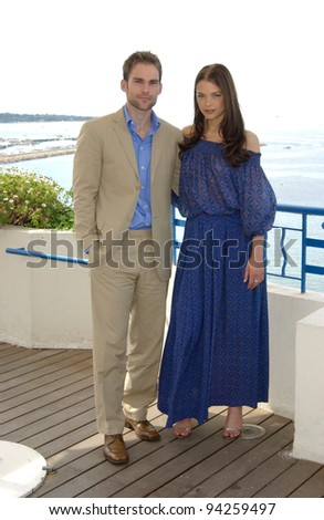 Actress JAIME KING & actor SEANN WILLIAM SCOTT at the Cannes Film Festival to promote their new movie Bulletproof Monk. 19MAY2002.   Paul Smith / Featureflash - stock photo