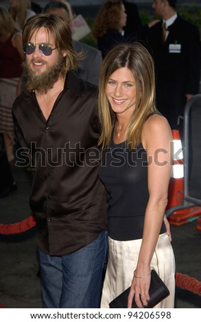Actress JENNIFER ANISTON & actor husband BRAD PITT at the Los Angeles premiere of her new movie The Good Girl. 07AUG2002.   Paul Smith / Featureflash - stock photo