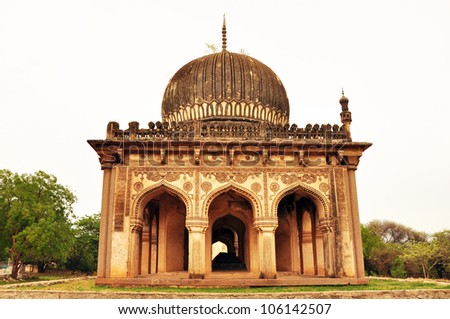http://thumb101.shutterstock.com/display_pic_with_logo/733999/106142507/stock-photo-ancient-islamic-architecture-106142507.jpg