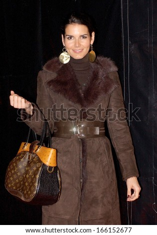 Angie Harmon, carrying a Louis Vuitton handbag, at 700 SUNDAYS Opening Night, The Wilshire Theatre, Los Angeles, CA, January 12, 2006 - stock photo