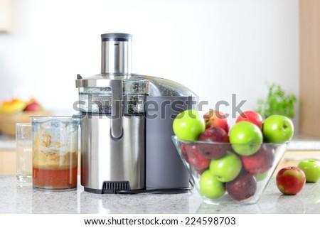Apple Juice Maker Apple Juice on Juicer Machine