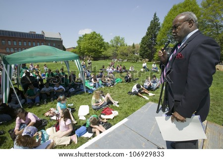 """APRIL 2006 - """"Alexandria Mayor William D. """"Bill"""" Euill speaks at Earth Day event for Earth Force in Alexandria, Virginia """" - stock photo"""