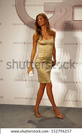 """APRIL 29, 2008 - BERLIN: Gisele Buendchen at the presentation of a collection of shoes """"G2B"""", Hotel Adlon, Berlin. - stock photo"""