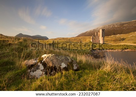 Ardvreck Castle on the shores of Loch Assynt, Sutherland, Highlands of Scotland is a ruined tower house built in 1590 by the Macleod Clan with historic connections to the Marquis of Montrose. - stock photo