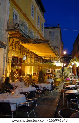 """Arles, France, July, 2006:""""Cafe Van Gogh"""", where the painter Vincent Van Gogh painted the famous painting, """"Cafe Terrace at Night"""" in 1888 - stock photo"""