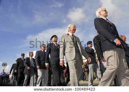AUCKLAND - APRIL 25: World War 2 veterans marching at the annual ANZAC Day remembrance service , on April 25, 2007 in Auckland, New Zealand. - stock photo