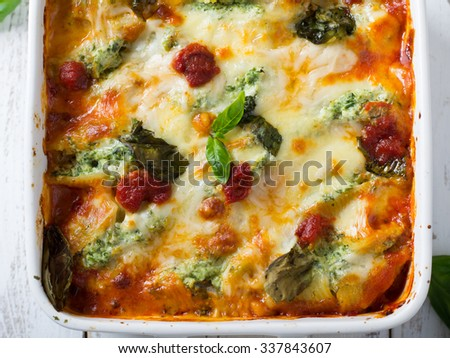 Backed shells with ricotta and spinach - stock photo