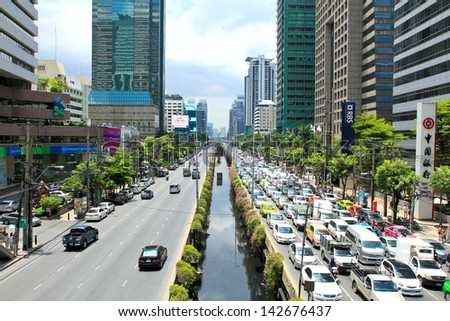BANGKOK - JUNE 17: Daily traffic jam in the afternoon on June 17, 2013 in Bangkok, Thailand. Traffic jams remains constant problem in Bangkok despite rapid development of public transportation system. - stock photo