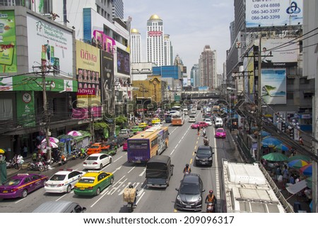 BANGKOK, THAILAND-SEPT 19TH: Petchaburi Road in thr Pratunam District of Bangkok on September 19th 2012. The road is one of Bangkok's busiest for traffic - stock photo