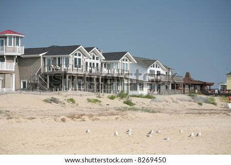 Beachfront homes overlooking the ocean - stock photo