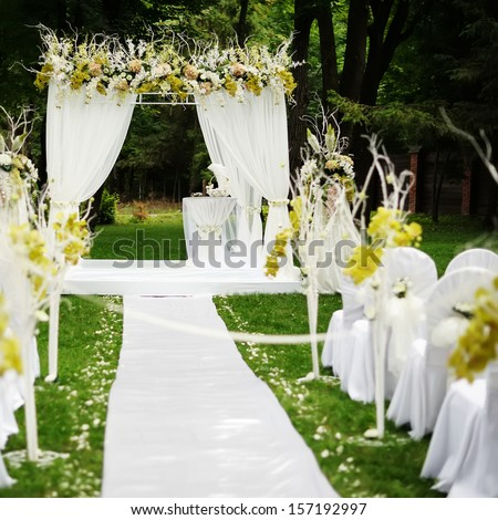 Wedding aisle stock photos images pictures shutterstock for Beautiful gardens to get married in