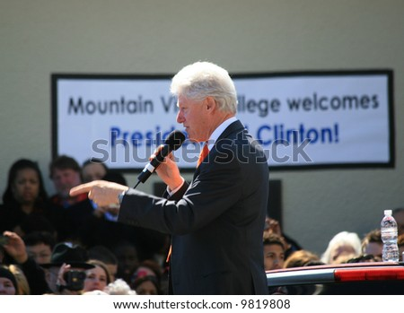 Bill Clinton campaigning for Hillary in Dallas, TX-Pointing - stock photo