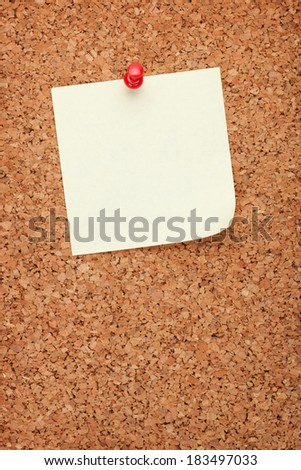 Blank note on cork wood notice board with copy space - stock photo