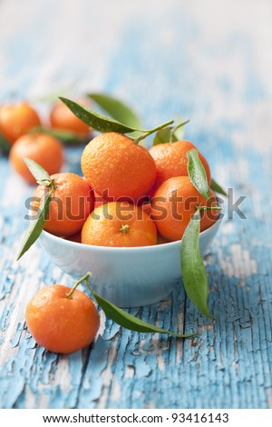 bowl of fresh mandarins, straight from the tree - stock photo