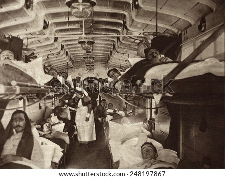 British WW1 wounded evacuated from France in a hospital train. 1914-18. Ambulances will transfer them to the base hospital. - stock photo