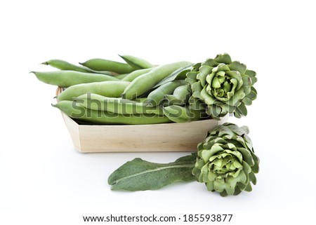 broad beans with artichokes - stock photo