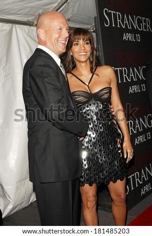 Bruce Willis, Halle Berry at Premiere of PERFECT STRANGER, Ziegfeld Theatre, New York, NY, April 10, 2007 - stock photo