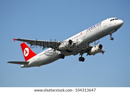 BRUSSELS - MAY 25: Airbus A321-231 of Turkish Airlines approaching Brussels Airport in Brussels, BELGIUM on May 25, 2012. Turkish Airlines is the national flag carrier airline of Turkey. - stock photo