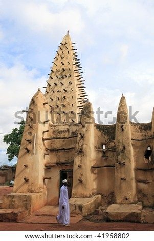 BURKINA FASO - AUGUST 14: Great Mosque, built with mud in 1880, Sudanese style, August 13, 2009 in Bobo Dioulasso, Burkina Faso - stock photo