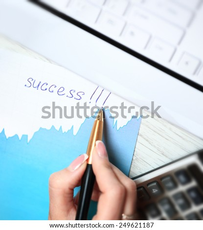 Businesswoman's hand with pen write word Success - stock photo