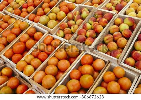 cajas de tomates maduros hechas de madera en feria agr�cola - stock photo
