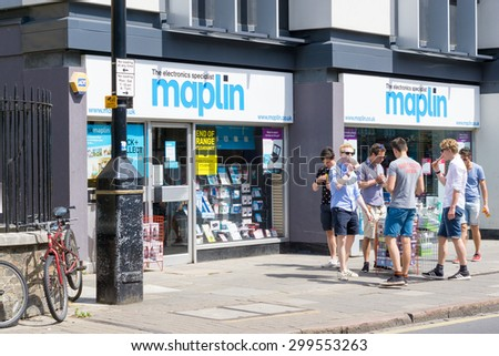 CAMBRIDGE, ENGLAND- 3rd JULY 2015: Customer's outside Maplin Electronics specialist store on St Andrews Street - stock photo