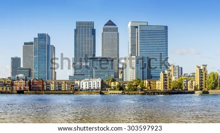 Canary Wharf view from Greenwich. Includes: Credit Suisse, Morgan Stanley, HSBC Group Head Office, Canary Wharf Tower, Citigroup Centre, One Churchill Place(Barclays) and Riverside apartment.  - stock photo