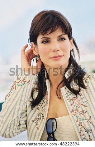 CANNES, FRANCE - MAY 25: Actress Sandra Bullock poses  the photocall for the film 'Murder by numbers' at the palais des festivals during the 55th Cannes film festival 25 May 2002, Cannes, France - stock photo